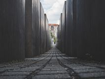 Indrukwekkende mening van het gedenkteken van Jood in Berlijn stock fotografie