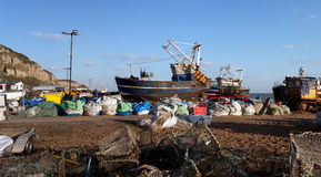 Indústria Hastings Inglaterra do barco de pesca da traineira Foto de Stock