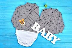 Indumento adorabile del cotone del neonato Immagini Stock Libere da Diritti
