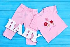 Indumento del cotone di estate della neonata fotografie stock libere da diritti