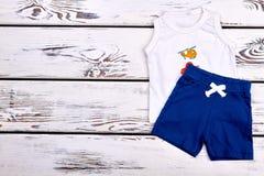 Indumento del cotone di estate del neonato immagini stock libere da diritti