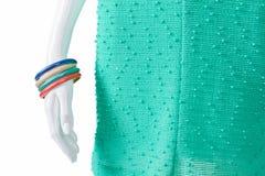 Indumento del turchese e braccialetti multicolori Fotografia Stock