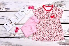 Indumento di estate della neonata, accessori immagine stock libera da diritti