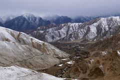 Free Indus Valley And Frozen Road To Chang La, Ladakh, Jammu And Kashmir Stock Image - 115727321