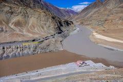 Indus y los ríos de Zanskar en el distrito de Leh, la India Foto de archivo