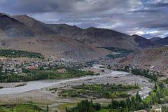 Indusrivier en Kargil-Stad, Leh, Ladakh, Jammu Kashmir, India Stock Fotografie