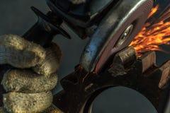 Industriële achtergrond, de industrie, Vonken van malende machine binnen Stock Afbeelding