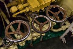 Industriële achtergrond drie kleppen met de aanpassing van het patinawater Royalty-vrije Stock Afbeelding