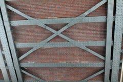 Industriële achtergrond met bakstenen, balken royalty-vrije stock afbeeldingen
