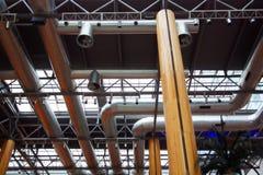 Industriële airconditioningsbuizen stock afbeeldingen