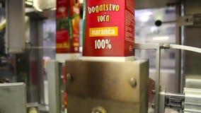 industriële automatische machine tijdens verrichting stock footage