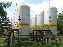 Industriële chemische tanks royalty-vrije stock afbeelding