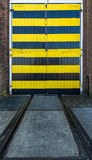 Industriële deuren stock afbeeldingen