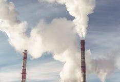 Industriële elektrische centrale met schoorsteen, Energiekrachtcentrale royalty-vrije stock foto