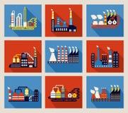 Industriële fabrieksgebouwen en raffinaderijen Stock Foto's