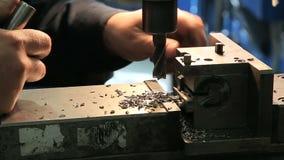 Industriële Ijzerboor in actie stock footage