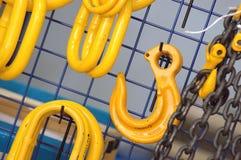 Industriële kettingen en haken Stock Afbeelding
