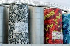 Industriële kleurrijk geschilderde torens Stock Afbeelding