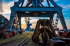 Industriële kraan bij de haven Stock Foto