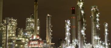 Industriële landschappen bij nacht stock afbeeldingen