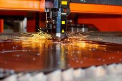 Industriële laser met vonken Stock Afbeeldingen
