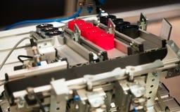 Industriële machine die plastic delen maken Complex machines productieplastiek royalty-vrije stock afbeelding
