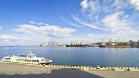 Industriële mening van Odesa-zeehaven, de Oekraïne stock video