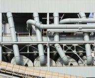 Industriële pijpen en buizen Stock Afbeelding