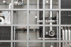 Industriële pijpen en ventilators op plafond Royalty-vrije Stock Foto's