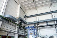 Industriële pijpen van een gebouw Stock Afbeelding