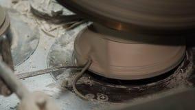 Industriële Productie van Porseleinvaatwerk Machine om Platen 2 Te vormen stock video
