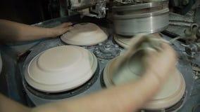 Industriële Productie van Porseleinvaatwerk Machine om Platen 3 Te vormen stock footage