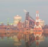 Industriële scèneachtergrond Landschap van de industrie bij haven Royalty-vrije Stock Afbeeldingen