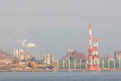 Industriële scèneachtergrond Landschap van de industrie bij haven Royalty-vrije Stock Foto's