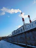 Industriële Schoorstenen Stock Afbeeldingen