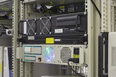 Industriële server in rek van collocatiecentrum Royalty-vrije Stock Afbeeldingen