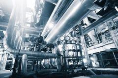 Industriële Staalpijpleidingen, kleppen en maten stock afbeeldingen