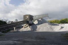 Industriële steengroeve met rots royalty-vrije stock foto's