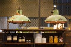 Industriële stijl hangende lampen Stock Foto's