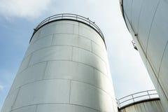 Industriële tankbenzine en olie Stock Afbeeldingen