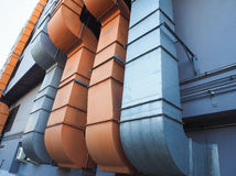 Industriële ventilatie en airconditioningspijp stock afbeelding