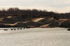 Industriële zandduinen met zand dat door wind wordt geblazen Royalty-vrije Stock Afbeelding