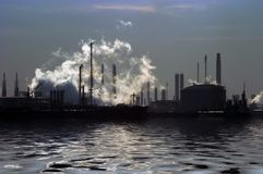 industri över vatten Arkivfoto