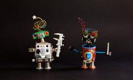 industri 4 0 automationteknologibegrepp Robotteknikerklämma, cyborgfaktotumskruvmejsel idérik design Royaltyfri Fotografi