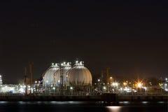 Industri på natten Arkivbild
