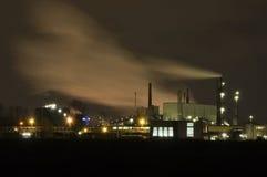 Industria alla notte fotografie stock libere da diritti