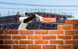 Industria astuta 4 del robot 0 riprese esterne umane della forza della costruzione di edifici del mattone del braccio immagini stock libere da diritti