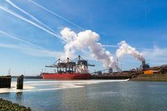 Industria de acero en IJmuiden cerca de Amsterdam, Países Bajos Foto de archivo