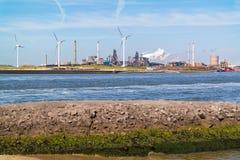 Industria de acero en IJmuiden, Países Bajos Fotos de archivo