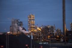 Industria de acero pesada en la fábrica de acero en la noche Fotografía de archivo libre de regalías